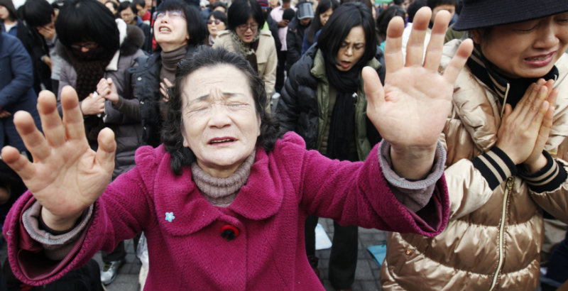 (PHOTO: REUTERS/KIM HONG-JI) Christians pray for starving North Koreans during a prayer session in Seoul March 1, 2012. About 300 South Korean Christians also asked China not to send North Koreans detained in China back to the North, saying the North Koreans might be executed after their repatriation.
